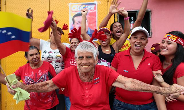 Capriles se hace pasar por doña chavista para recibir dinero y