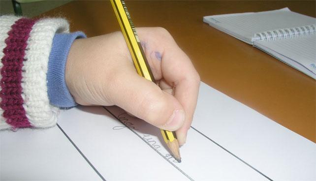 Niño_escribiendo