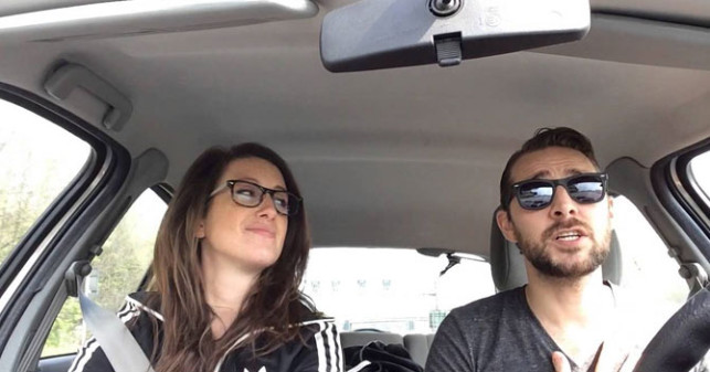 pareja-carro