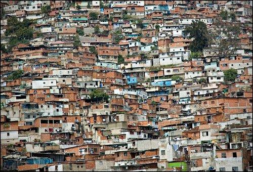 Gran parte de habitantes del barrio Santa Cruz sobreviven a tiroteo