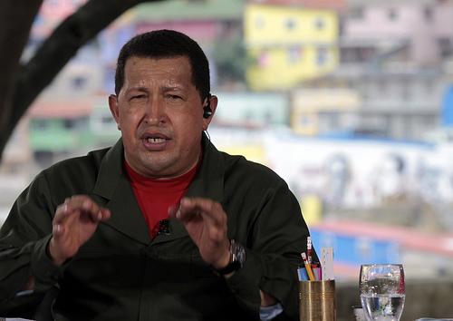 VIDEO: Chávez le canta al pajarito de Twitter