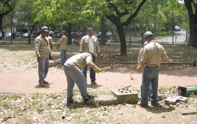 Obreros celebran el día de la mujer suspendiendo el sadiqueo por 24 horas