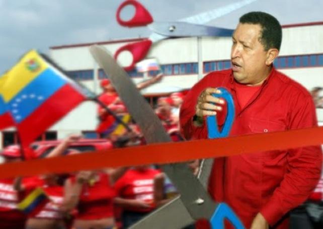 Chávez inaugura fábrica de tijeras gigantes para inauguraciones