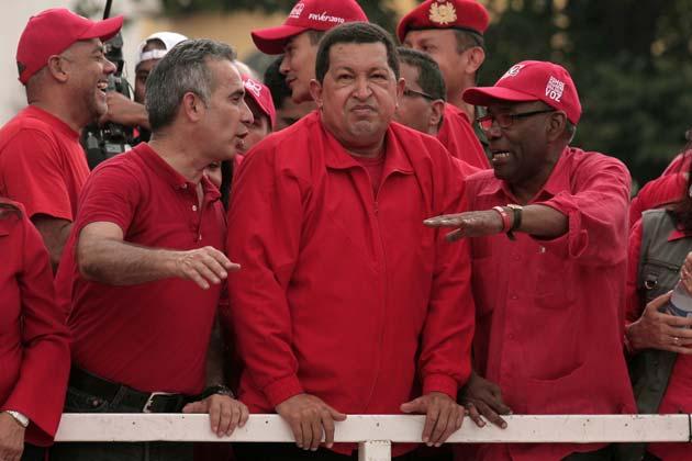 ¿Qué le están diciendo Feddy y Aristóbulo a Chávez?