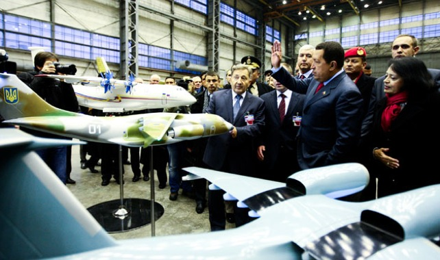 Chávez aprueba la compra de 5.000 aviones de juguete