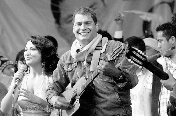 ¿Qué está cantando Correa?
