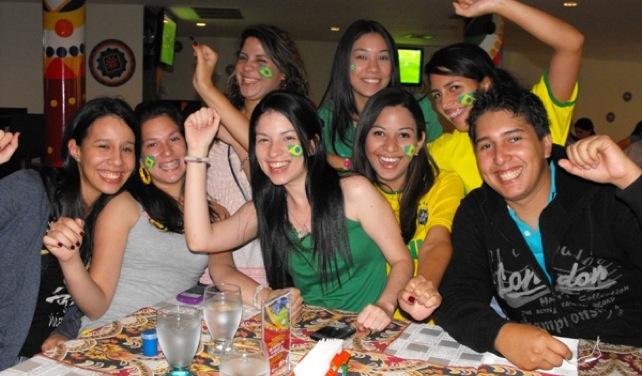Venezolanos que le van a Brasil en fútbol exigen derecho al voto