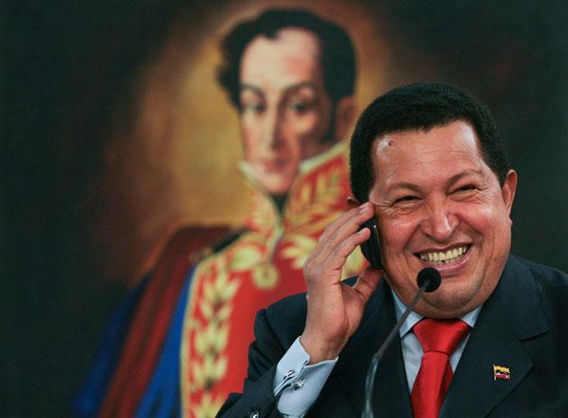 ¿Qué le están diciendo a Chávez por teléfono?