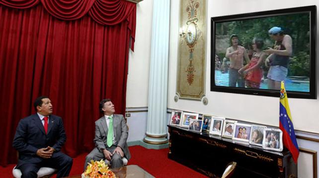 Chávez y Santos inauguran el nuevo TV de plasma de Miraflores