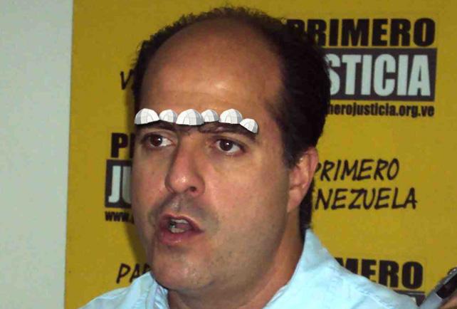 Instalan carpas para damnificados en las cejas de Julio Borges
