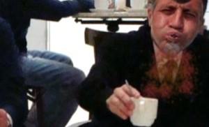 Audio: Señor pide marrón claro y recibe con leche oscuro