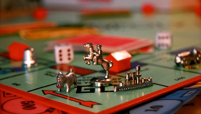 Invaden terreno baldío de Paseo Tablado durante juego de monopolio