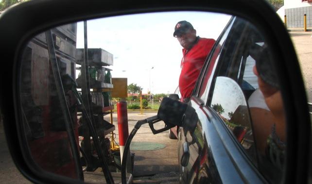 Aumentará en 500% la propina a bomberos, pero no la gasolina