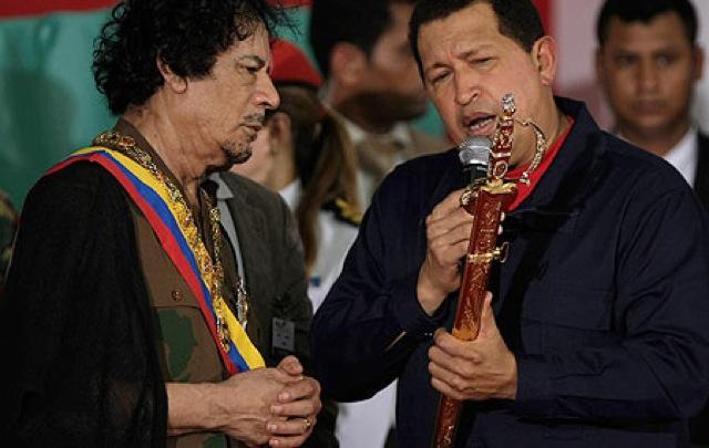 Dictadores del mundo comienzan a devolver espadas de Bolívar