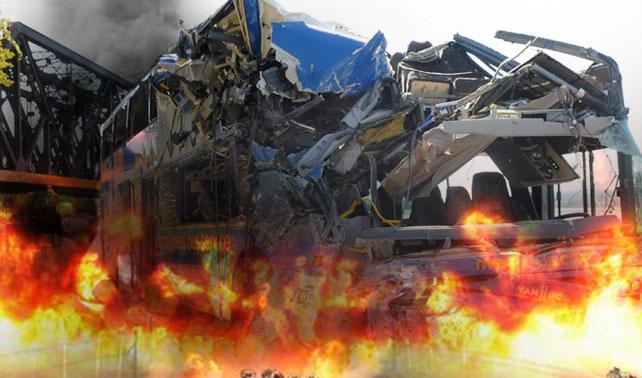 Por leer mensajito de precaución del INEA autobusero genera accidente múltiple