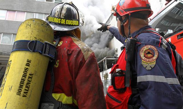 Bomberos solicitan cascos, trajes, agua, sueldos… o que no hagamos incendios