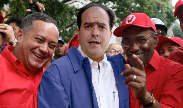 Políticos cansados de fútbol y unión exigen que se vuelva a hablar de Chávez