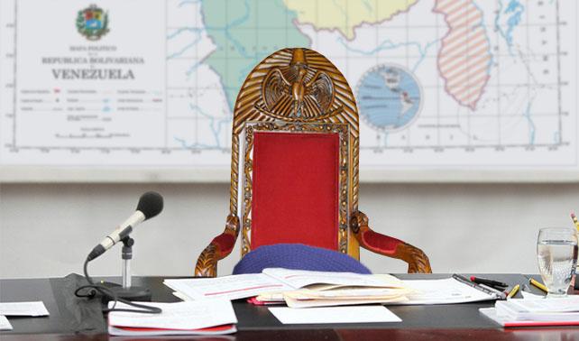 Chávez viaja y deja suéter sobre su silla para que nadie se la ocupe