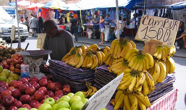 Venezolanos piden que ley de precios justos aplique a todo menos a su propio negocio