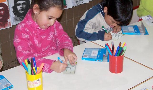 Niños cubanos harán cédulas venezolanas como trabajo final de Manualidades