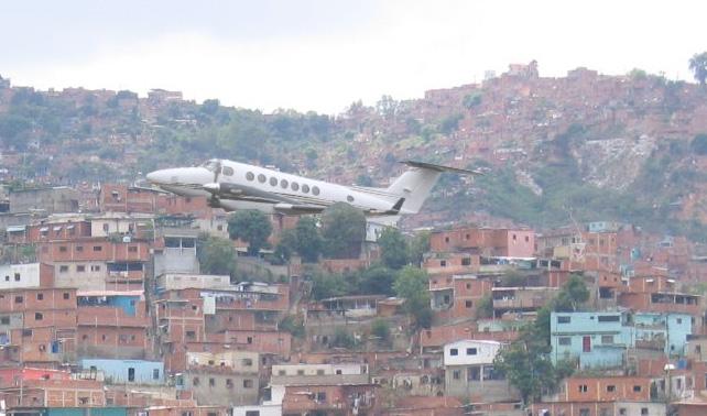 Sospechan que avioneta en barrio Antímano sea el avión robado de Maiquetía