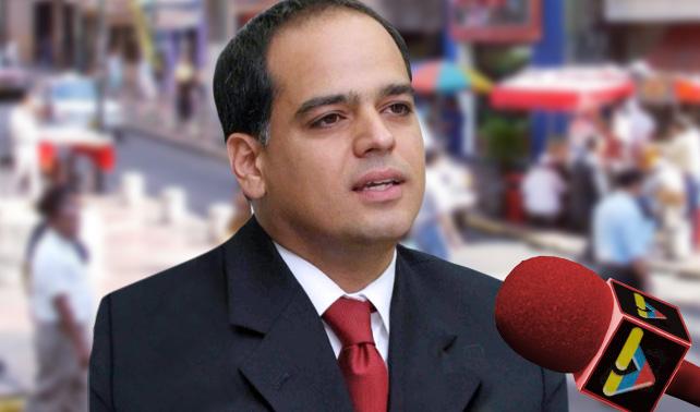 Periodista de VTV confunde a Izarra con opositor y le hace preguntas incómodas