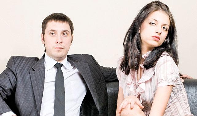 Ejecutivo le regala a secretaria otra promesa de que dejará a su esposa