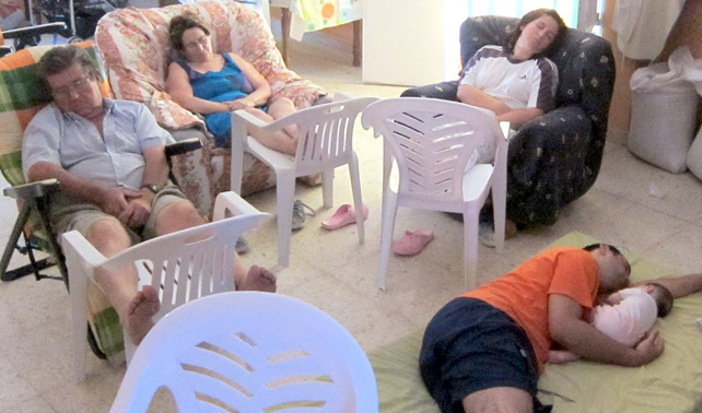 Para saldar deuda, alemanes roban carteras de españoles mientras estos toman siesta