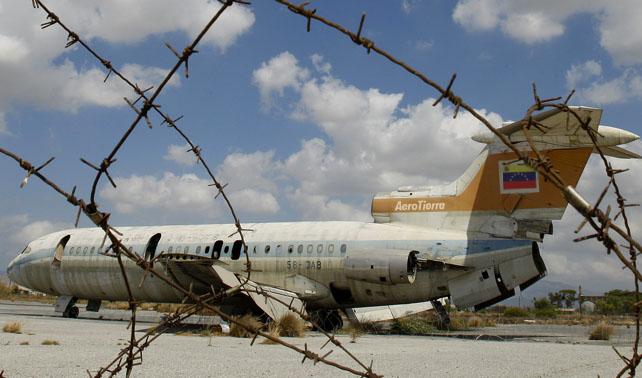 Para evitar accidentes, introducen aviones que no pueden despegar