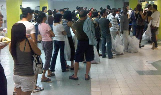 Indecisión entre comprar Samba o Samba Maxi retrasa cola en farmacia
