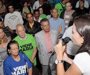 """Maria Corina pregunta dónde están los """"negritos tipo pueblo"""" que pagó de público"""