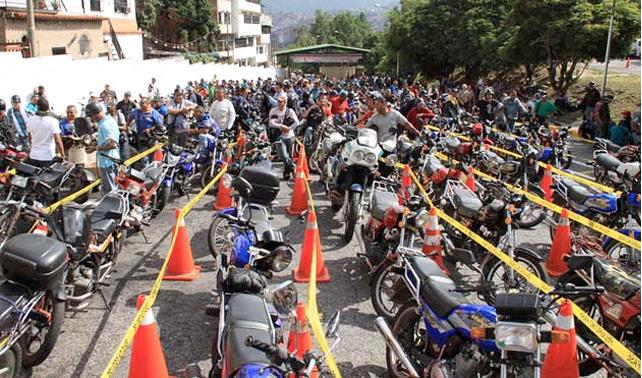 En Gaceta obligan a motorizados a comprarse un carro