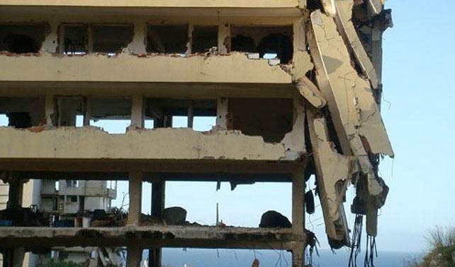 Edificio en ruinas conmemora tragedia de Vargas manteniéndose igual de escoñetao