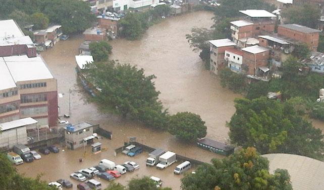 Desbordamiento de El Llanito contamina al río Guaire