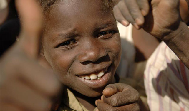 Niños con malaria contraen Sida a ver si celebridades les prestan atención