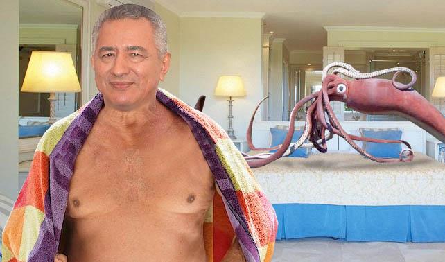 Pablo Medina viola a calamar gigante bisexual para que lo reseñen en La Patilla