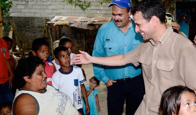 Capriles descubre que lleva 3 semanas visitando la misma casa