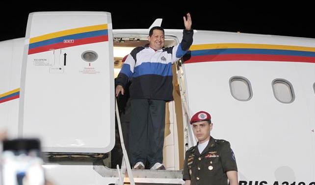 Cubanos preocupados por constantes viajes de Chávez al exterior