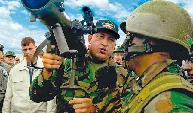Chávez con jetlag cree que es 1992 y se da golpe a sí mismo
