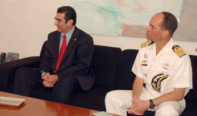 Ministro Lucas Rincón anuncia TLC con EEUU