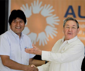 Presidentes del ALBA le piden a Chávez que deje unos cheques firmados porsia
