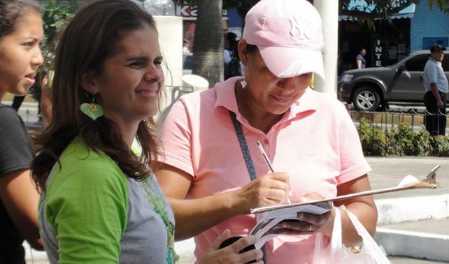 Twitteros bullys venezolanos entregan firmas para aprobar la pena de muerte