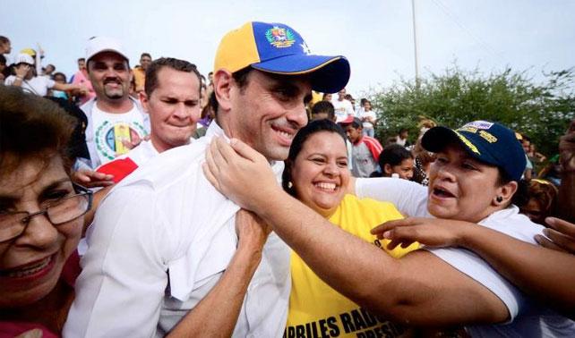 Doña traicionada descubre que Capriles ha besado a otras 500.000 señoras