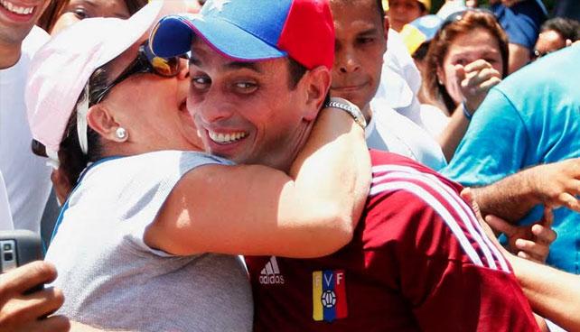 Capriles bate récord diciendo 10.000 promesas clichés incumplibles en 10 min