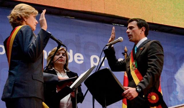 En nuevo intento por parecerse a Chávez, Capriles abandona su cargo