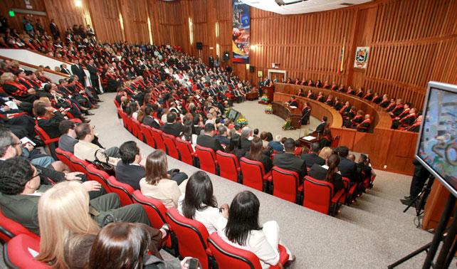 TSJ ordena a Capriles apoyar a Chávez