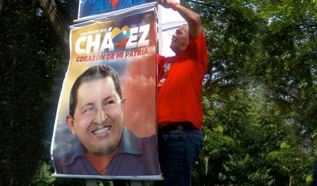Versión photoshopeada-joven de afiche de Chávez supera a Capriles y a Chávez real