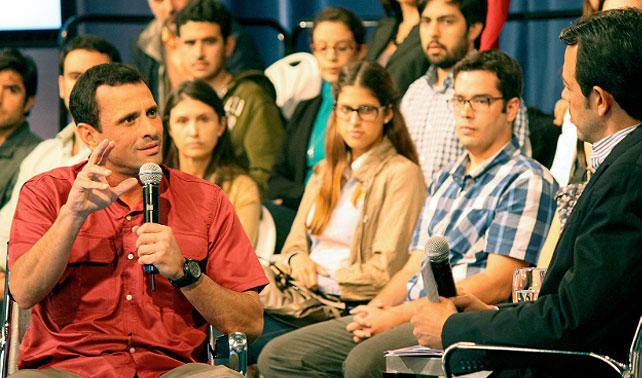 Capriles hace foro en Facebook para buscar votos en clase media que igual votará por él