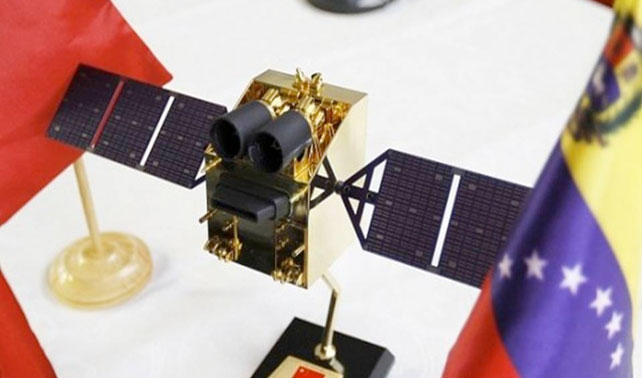 Chávez lanza satélite Negra Matea para que cuide al Satélite Simón Bolívar
