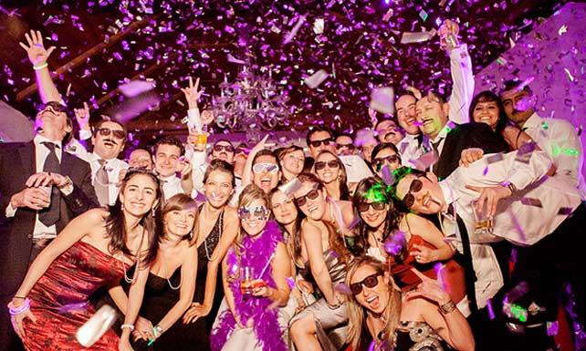 Pareja celebra su unión con fiesta estresante que todos menos ellos disfrutan